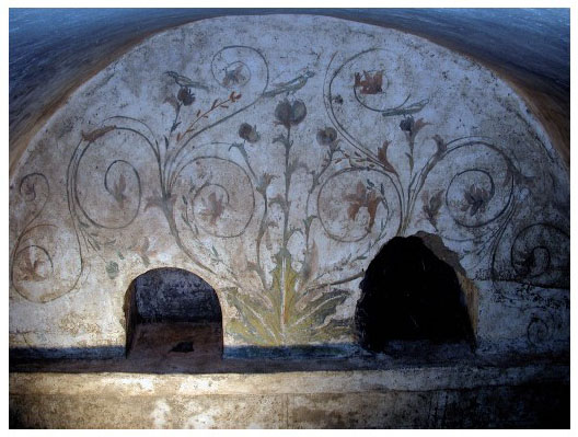 Décor du tombeau hypogée D50 dans la nécropole romaine de Cumes