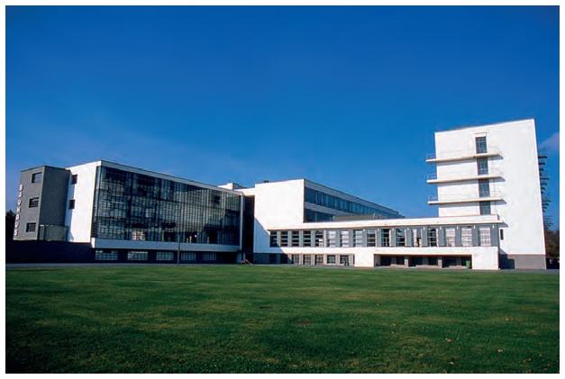 Bâtiment du bauhaus dessau allemagne école et université dart mouvement moderne walter gropius 1925