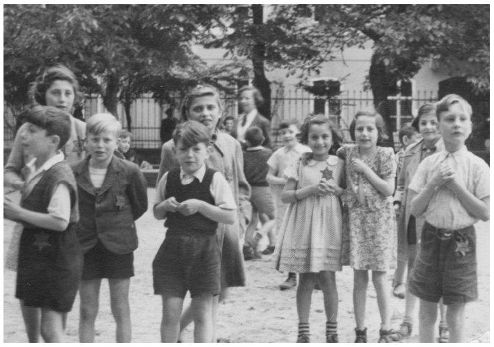 """Résultat de recherche d'images pour """"photos en couleurs d'enfants portant l'étoile de David"""""""